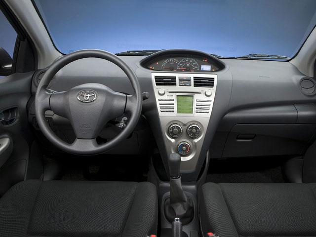 2009 Toyota Yaris 4dr Car