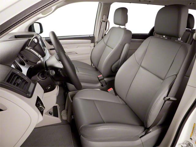 2010 Volkswagen Routan Mini-van, Passenger