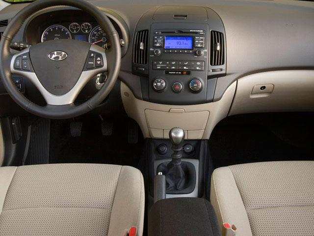 2009 Hyundai Elantra 4dr Car