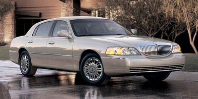 Used 2006  Lincoln Town Car 4d Sedan Signature Limited at Car Country near Aurora, IN